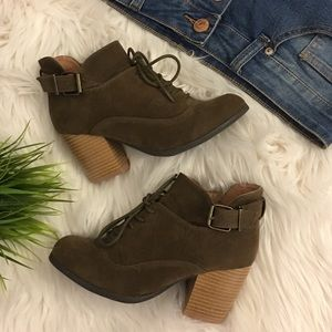 Cute olive green/brown ankle booties (heeled)